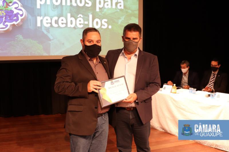 PRESIDENTE DA CÂMARA ENTREGA MOÇÃO DE APLAUSOS A VICE-GOVERNADOR