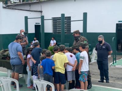 PRESIDENTE DA CÂMARA PARTICIPA DE COMEMORAÇÃO DO DIA DAS CRIANÇAS NO TIRO DE GUERRA